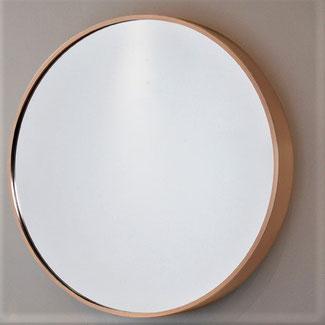 大きくなった鏡面と高級感あふれるローズゴールドの枠