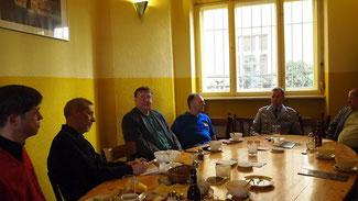 Hauptmann Christian Janke im Gespräch mit der FDP Tiergarten