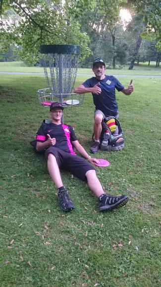 Chelle und Hans haben sich beim großem Vorreiter - dem Collector Marathon 2017 der Tee-Timers Wolfenbüttel - nach über 16 Stunden Disc-Golf am Stück als erste Bremer erfolgreich geschlagen!