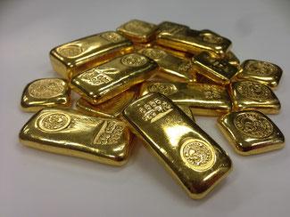 Handgegossene Goldbarren aus der australischen Perth Mint