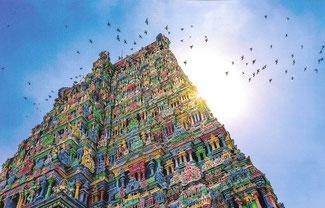 Tempel sind mit heiligen Symbolen und Gottheiten geschmückt. (Bild durch Klick vergrößern)