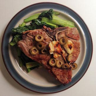 ©Apointy 仔牛のTボーンステーキとお肉の栄養について