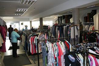 Ein kleiner Teil aus dem Warenangebot eine Aufnahme aus dem Sozialen Kaufhaus am Heidenberg in Siegen