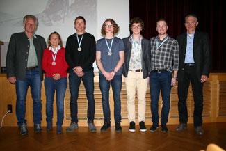 Foto: Kollmeier v. links: Bürgermeister Stefan Schneider, Irmelind Klüglein, Martin Rausch, Matthias Hegele; Georg Hegele, Tim Jitloff, SC-Vorsitzender Dr. Jürgen Schmid;