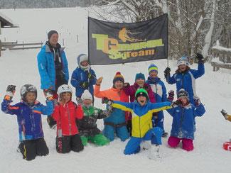 Trainingsgemeinschaft Trauntal mit TG-Trainer Patrick Krammer und zwei von vier Aktiven des Skiclubs Bergen.