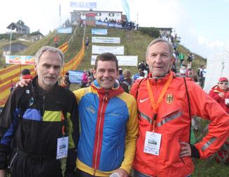 v. links: Sekretär Tomo Sarf, Präsident Jonathan Wyatt, rechts Direktor Wolfgang Münzel Foto: Stinn