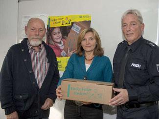 Günter Ebel, Irina Hein und Thorsten Wallheinke v. l. Quelle: http://www.cellesche-zeitung.de/S5112941/Celler-Kinder-lernen-helfen-