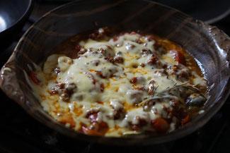 仲本律子 R工房 女性陶芸家 ブログ 土鍋 お料理 グラタン トマトとナスのミートソース煮 チーズ