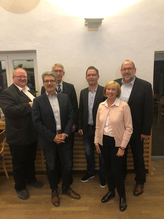 Foto (v.l.): Markus Westbrock (FDP), Francisco Rodriguez (SPD), Bürgermeister Karl-Friedrich Knop, Andre´ Drin-kuth (CDU), Hildegard Hödl (Lib'elle), Ralf Niebusch (FWG)