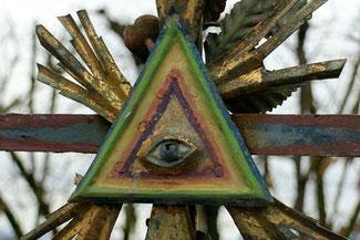 Foto: Quelle pixabay.com Freimaurer verwenden gerne Zeichen, z.B. das Auge Gottes, welches über alle Seelen im Diesseits und Jenseits wacht