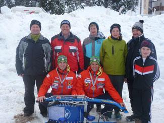 Am Bild die Europacup-Gesamtsieger Christoph und Thomas Knauder mit KLRV-Vizepräsident Reinhold Pirker, Sportwart Oskar Knauder und mit den Nachwuchssportlern (Foto: PRIVAT)