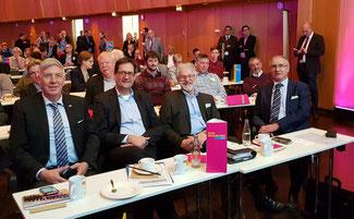 (Erste Reihe, v.l.n.r) Dr. Ingo Wolf, Markus Herbrand, MdB, Hans-Josef Schäfer und Peter Rauw