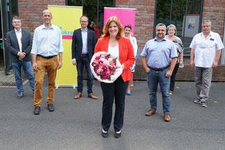 Unter den Gratulanten des Kreisverband Neuwied sind auch Alexander Buda (FDP Kreisvorsitzender), Dennis Mohr (Landtagskandidat im Wahlkreis 04) sowie Philipp Amberg (Ersatzkandidat Landtagswahl Wahlkreis 03)