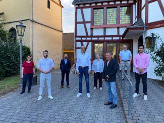 Die FDP unterstützt Jan Ermtraud  als Kandidaten zur Bürgermeisterwahl in der VG Bad Hönningen (Personen von links nach rechts: Christa Ewens, Sebastian Nelles, Denis Akan, Jan Ermtraud, Waldemar Bondza, Susanna Henn, Tobias Kador, Marc Ortiz)