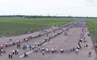 Weltrekord: die 1774 Meter lange Fahrradschlange © PEGASUS/Kai Bublitz