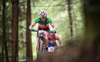 Eva Lechner kämpft im Weltcuprennen von Albstadt © EGO-Promotion