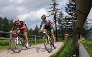 Urs Huber (l.) gegen Alban Lakata: Kommt es zum Zweikampf?  © Dolomiti Superbike