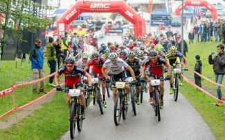 Herrenstart beim Regenrennen von Tesserete © Schmid/Pressefoto BMC Racing Cup