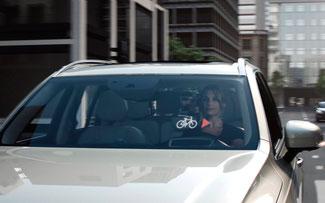 Das System informiert Autofahrer über sich nähernde Radfahrer ©Volco Cars Connected Cycle Safety Technology