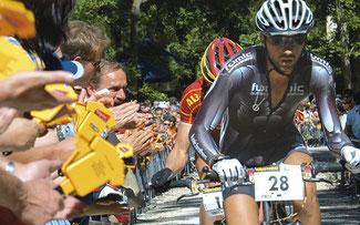 Manuel Fumic bei einem der ersten Rennen im Hexenkessel von Albstadt ©kg