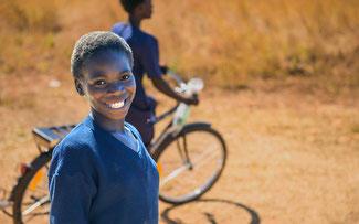 Die Spendenräder erleichtern den Schulweg ©World Bicycle Relief