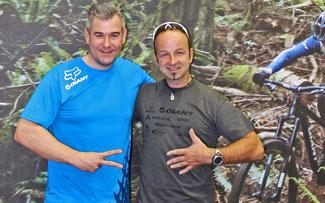 Giant-D Geschäftsführer Oliver Hensche (l.) und Silberhochzeiter Stefan Schlie ©Giant