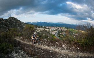 Herrliche Trails auf den Höhen von Zypern © Marius Maasewerd