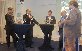 v.l.n.r.: Florian Dobner, Albert Herresthal, Dr. Gregor Dasbach, Minister Winfried Hermann, Moderator Dr. Christian Muschwitz © MVI