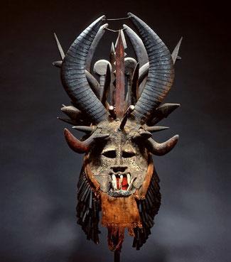 """Maschera Igbo chiamata """"mgbedike"""", Fowler Museum at UCLA, Los Angeles, USA"""