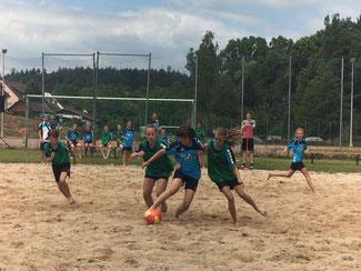 D-Mä. spielen den Turniersieg unter sich aus beim Beach-Soccer in Lohrbach