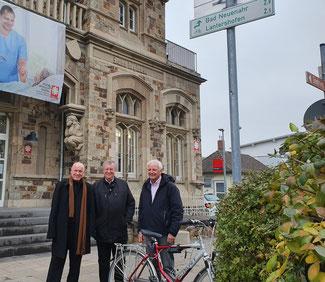 Bessere Angebote und eine bessere Verknüpfung von Radverkehr mit Bus und Bahn wollen die Fraktionsvorsitzenden (von links) Ulrich van Bebber (FDP), Karl-Heinz Sundheimer (CDU) und Jochen Seifert (FWG) mit ihren Anträgen im Kreistag auf den Weg bringen.