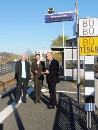 Matthias Bertram (rechts), Christina Steinhausen und Ulrich van Bebber fordern eine parteiübergreifende Arbeitsgruppe Mobilität 2030