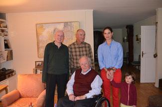 (von links) Ulrich van Bebber, Dominik Graf von Spee, Christina Steinhausen mit Tochter Luisa gratulieren Roderich Graf von Spee zum Geburtstag
