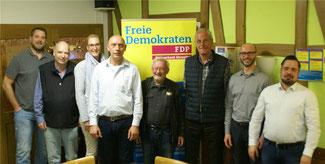 Die Kandidaten der FDP: H. Eissing, E. Deckert, W. Reuß, W. Siebenhaar, H.Wüst (v. li.) mit Gästen. Foto: privat