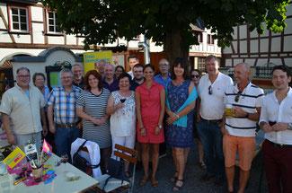 Bei schönem Wetter und gutem Wein genossen die Liberalen das schöne Ambiente in Klebers Küche und Garten.