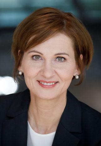 Die Bundestagsabgeordnete Bettina Stark-Watzinger besucht den Kreis Ahrweiler und möchte über Frauen und Finanzen diskutieren. Sie ist Mutter von zwei Kindern und Vorsitzende im Finanzausschuss des Bundestages.  Bildquelle: Tobias Koch