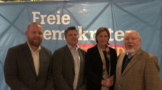 Kamen über Schulthemen ins Gespräch: J. Artschwager, Vorsitzender C. Leson, Ministerin Gebauer und M. Witthus.