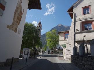 Engstelle in Dorf Tirol beim Kirchplatz