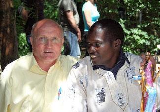 Herr Schwenk und Mr. Kandie, die beiden Initiatoren von ProKapsogo