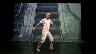 Video-Stil meiner Performance im Pina-Bausch-Theater der Folkwang-Universität