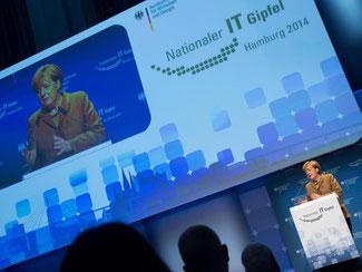 Bundeskanzlerin Angela Merkel beim nationalen IT-Gipfel in Hamburg. Foto: Axel Heimken