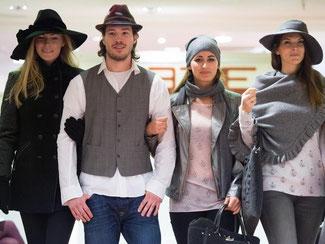 Im Winter 2015/16 sind Bommelmützen, Cappies aus Tweed und sogenannte Mantellas angesagt. Foto: Federico Gambarini
