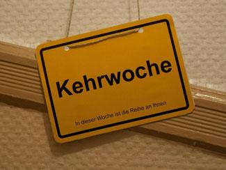 Kehrwochen-Schild. Foto: Marijan Murat/Archiv