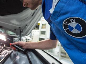 BMW wird im laufenden Jahr die Zahl seiner Mitarbeiter deutlich erhöhen. Foto: Armin Weigel