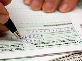 Kapitalanleger und Sparer sollten gegen den Steuerbescheid Einspruch einlegen. Foto: Kai Remmers