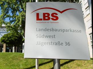 Ein Schild der LBS Südwest in Stuttgart. Foto: Silas Stein/Archiv