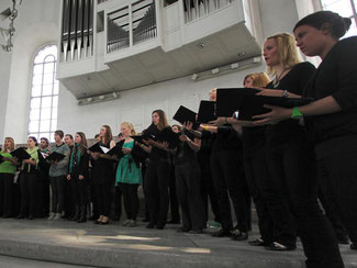 Ein Chor singt. Foto: Fredrik von Erichsen/Archiv