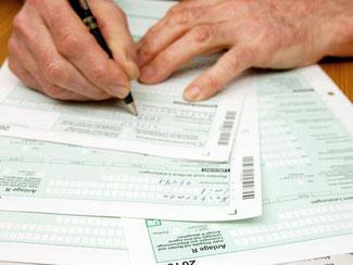 Auch wenn sie nicht mehr Arbeiten - viele Rentner sind trotzdem verpflichtet eine Steuererklärung abzugeben. Foto: Kai Remmers/dpa-tmn