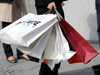 Im Mai steig die Verbraucherstimmung trotz gedämpfter Wirtschaftsentwicklung auf das höchste Niveau seit Oktober 2001. Foto: Carsten Rehder