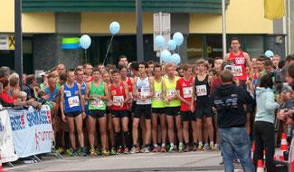 Die 10km-Läufer vor dem Start, Andreas Vojta wächst schon vor dem Start über sich hinaus ;-)